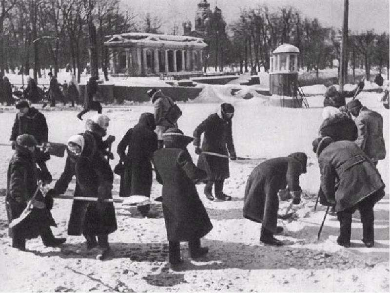 leningrad cemetery winter of 1941 analysis The first winter was deadly for leningrad the daily amount of bread in these winter months was 125 grams a day per person that was all that many of leningraders had for the whole day.