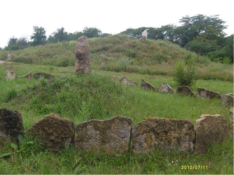 Перед тем, как выступить в поход, казаки насыпали курган земли при помощи шапок. Чем выше был курган